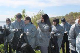 Ульяновские активисты ОНФ организовали субботник на берегу Волги и присоединились к экочелленджу, связанному с этой рекой